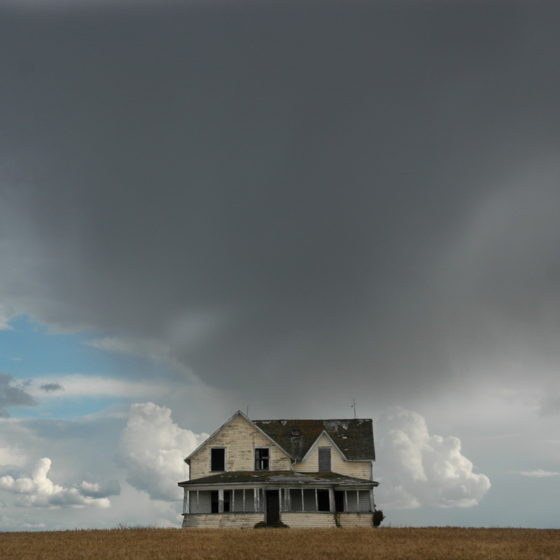 deans-house-under-heavy-sky-1